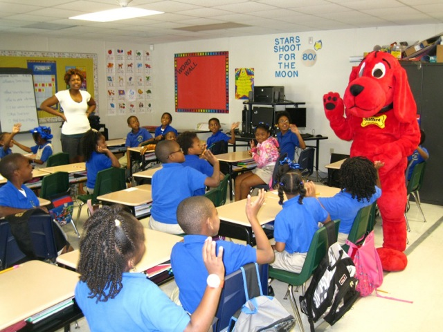 Clifford, the Big Red Dog Visits the Red School