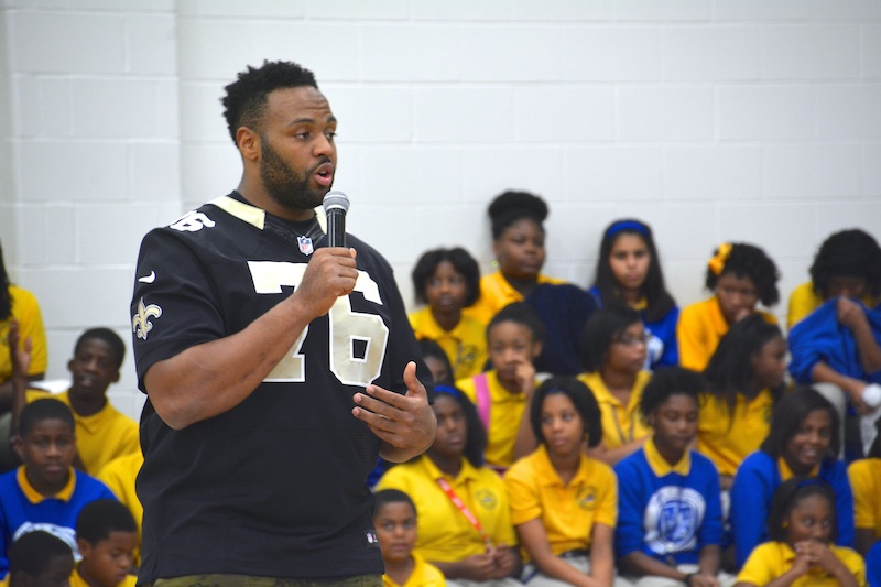 Saints Akiem Hicks Visits Warriors